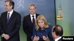 Greek Prime Minister Antonis Samaras (L) looks away as Prime Minister of Denmark Helle Thorning-Schmidt (2nd R) talks with French President Francois Hollande (R) in Oslo, Sweden, December 10, 2012.