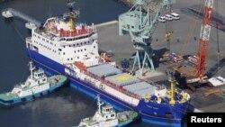 지난 3월 일본 이바카키 현 토카이 항에서 플루토늄을 실은 영국 선박이 항해를 준비하고 있다. (자료사진)