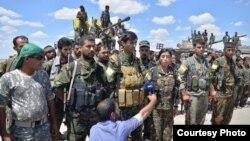 参加从伊斯兰国激进分子手中解放叙利亚城市拉卡的士兵。