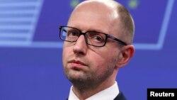 Les Ukrainiens ne doivent pas permettre à « des bandits parrainés par l'étranger » de perturber les élections, a dit Arseni Iatseniouk