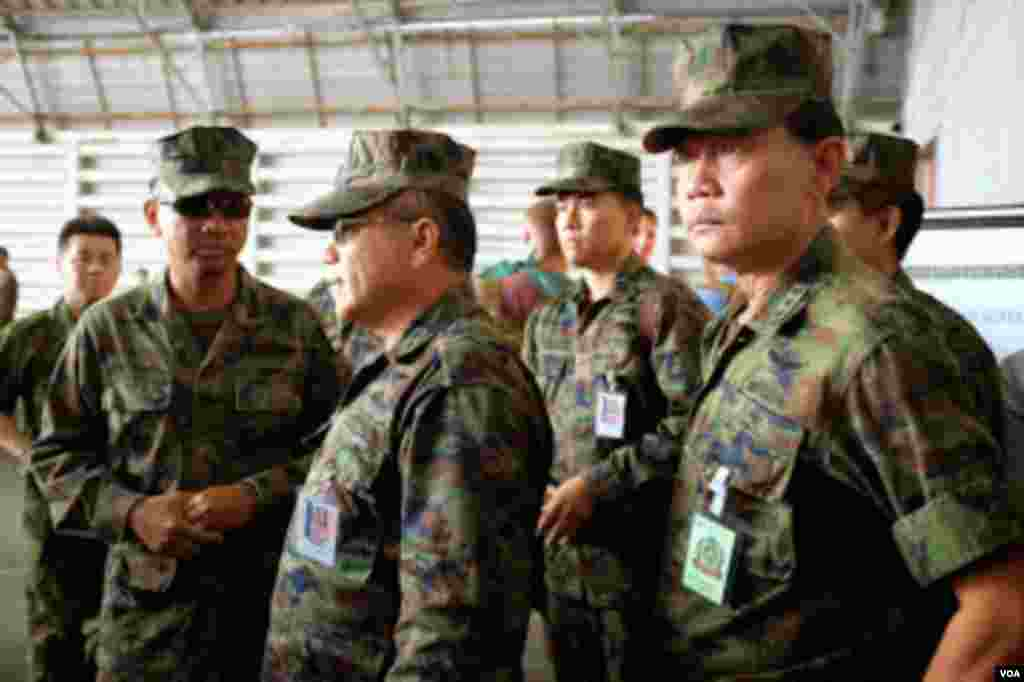 Thai military officers inspecting mock evacuation site during Cobra Gold 2015. (Steve Herman/VOA News)