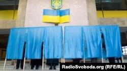 В Україні формуються нові партії. Сьогодні оголошено про «Демальянс». Екс-президент Грузії Саакашвілі каже, що в Україні переможе нова політсила, і працює на створенням такої.