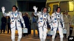 Astronaut Majkl Hopkins i kosmonauti Oleg Kotov i Sergej Rjazinski - nova posada Međunarodne svemirske stanice