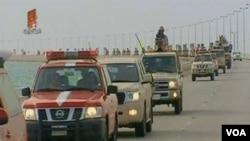 Stasiun Bahrain TV menunjukkan tibanya pasukan dari arah perbatasan dengan Arab Saudi, Senin (14/3).