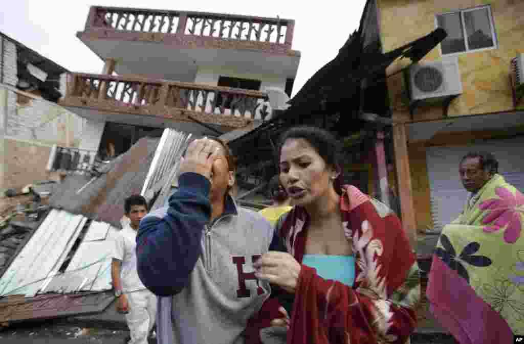 زلزلے سے ایکواڈور کے کئی مقامات پر متعدد عمارتیں اور پل منہدم ہوئے ہیں جہاں امدادی سرگرمیاں جاری ہیں۔