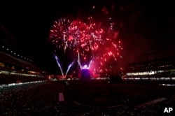 Vatromet na stadionu Kors Fild u Denveru u Koloradu posle bejzbol utakmice 3. jula 2017.