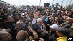 Rached Ghannouchi, čelnik tuniskog islamističkog pokreta Ennahdha, po povratku u zemlju nakon 22 godine izgnanstva