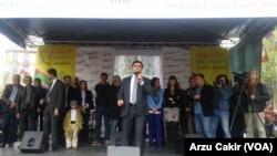 Selahattin Demirtaş Paris'te yaptığı seçim konuşmasında