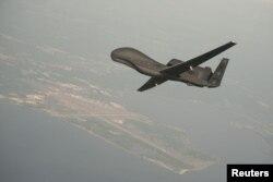 美国海军公布的RQ-4全球鹰无人机图片