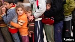 叙利亚难民排队领取土耳其人道组织的救济