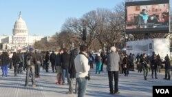 Suasana persiapan inaugurasi Presiden Obama di halaman gedung Capitol di Washington (20/1). Jumlah pengunjung pelantikan Obama diperkirakan hanya sepertiga dari pelantikan 4 tahun lalu.