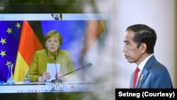 Presiden Joko Widodo berdiskusi dengan Kanselir Jerman Angela Merkel secara virtual, di Istana Bogor, Selasa, 13 April 2021. (Foto: Setneg)