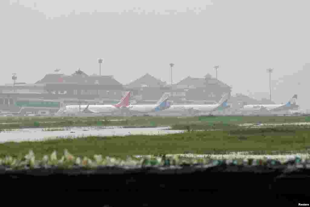 کیرالہ کے علاقے کوچی کے ہوائی اڈے کو خراب موسم اور بارشوں کے باعث اتوار تک تمام فلائٹ آپریشنز کے لیے بند کر دیا گیا ہے۔