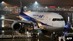 一架日本政府的包机准备飞离东京羽田机场前往中国武汉撤回日本国民。(2020年1月28日)