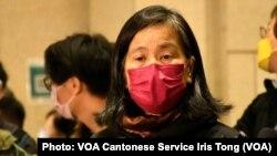 其中一名被告64歲的社民連前立法會議員梁國雄的新婚妻子陳寶盈認為《港區國安法》實施之後, 香港的司法制度完全被扭曲顛倒,對各被告接受嚴苛條件仍然不獲保釋感到失望 (攝影:美國之音湯惠芸)
