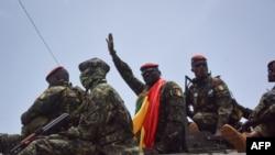 Liyetona Koloneli Mamady Doumbouya ukuriye abakoze kudeta n'abasirikare bamuherekeje ni bo batangiye ibiganiro n'abanyapolitike muri Gineya