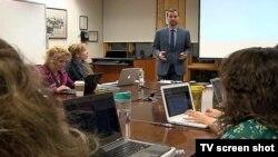Doktor međunarodnih odnosa Siniša Vuković tokom predavanja u Školi za međunarodne odnose Univerziteta Džons Hopkins