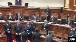 Tension në parlament mes Kryeministrit Berisha dhe deputetëve socialistë