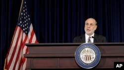 ABD Merkez Bankası Başkanı Ben Bernanke kararı açıklarken