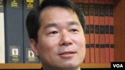 台湾外交部代理发言人 何震寰(美国之音张永泰拍摄)