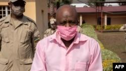 Paul Rusesabagina mu myambaro y'imfungwa