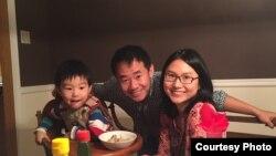 王夕越在美國時與妻兒的全家福照片 (王夕越妻子提供)