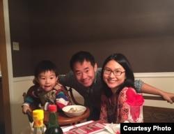 王夕越与妻儿全家福(王夕越妻子提供)
