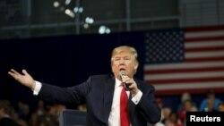 Republikanski predsednički pretendent Donald Tramp na izbornom skupu u Južnoj Karolini, 12. decembra 2015.