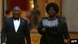 Presidente Filipe Nyusi e a primeira-dama de Moçambique, Isaura Nyusi.