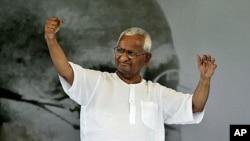 印度改革活动人士安纳.哈扎尔8月27日在新德里与支持者见面