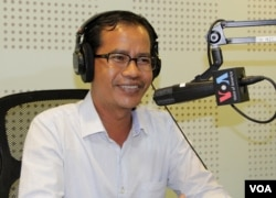 Mr. Pheng Pong-Rasy, Team Leader of Genocide Education Project at the Documentation Center of Cambodia discusses the promotion of inter-generational dialogues on Khmer Rouge history through public education forums on VOA Khmer's New Voices (Hello VOA) monthly radio call-in show, Monday, May 18, 2015. (Lim Sothy/VOA Khmer)