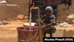 FILE - A girl is getting water in the transitional camp for ex-Boko Haram fighters in Diffa, Niger, April 17, 2017. (Nicolas Pinault/VOA)