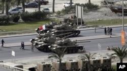 Bahraini army tanks take position near Pearl Square in Manama, February 17, 2011