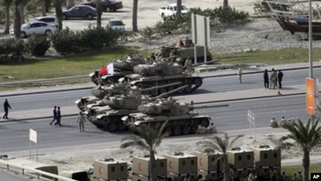 Bahraini army tanks take position near Pearl Square in Manama, February 17, 2011