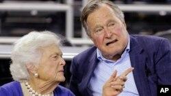 Джордж Буш-старший и Барбара Буш (архивное фото)