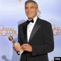 Aktor George Clooney mendapat penghargaan Golden Globe sebagai aktor terbaik dalam film 'The Descendants' (15/1). Clooney menjadi favorit untuk meraih Oscar sebagai aktor terbaik tahun ini.