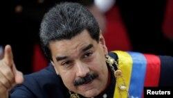 El presidente de Venezuela, Nicolas Maduro, ordenó ejercicios de defensa después que el presidente de EE.UU., Donald Trump, dijera que evalúa opción militar.
