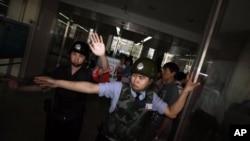 2012年5月4日中國警方阻止外國記者到朝陽醫院採訪訪陳光誠