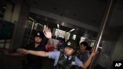 2012年5月4日中国警方阻止外国记者到朝阳医院采访陈光诚