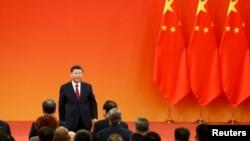 Le président Xi a prononcé son discours depuis la porte Tiananmen, l'endroit même où son lointain prédécesseur Mao Tsé-toung proclama la République populaire le 1er octobre 1949.