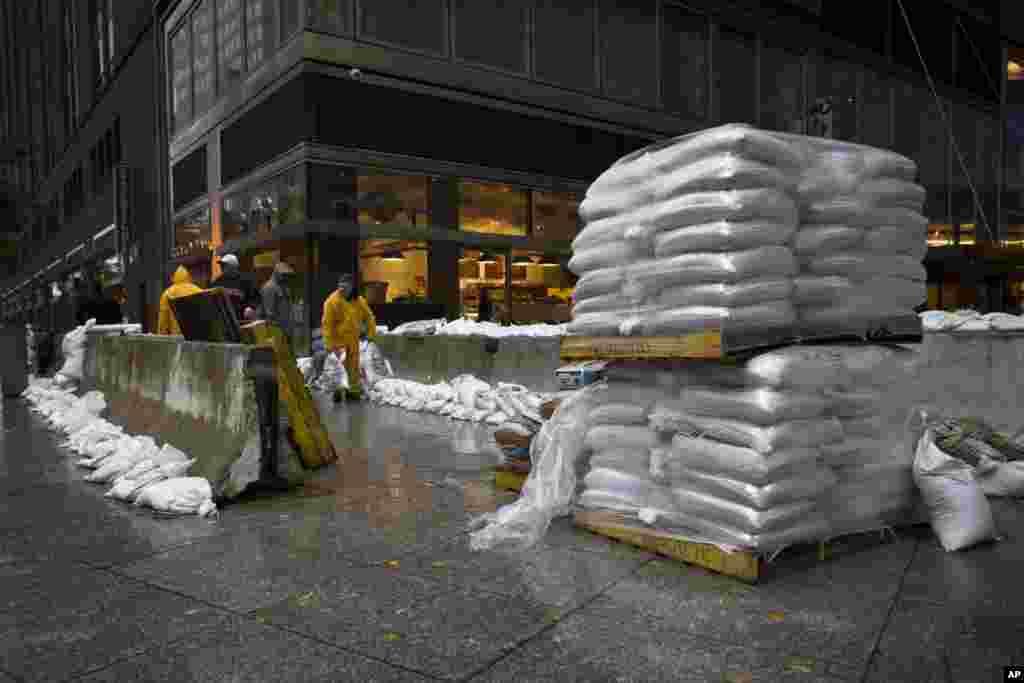 Нью-Йорк. Подготовлены мешки с песком для защиты от пребывающей воды