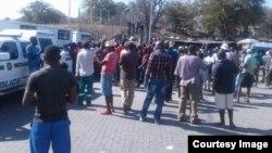 People milling around the Beitbridge border post in Zimbabwe's Matabeleland South province.