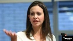 La dirigente opositora venezolana María Corina Machado, dice que diálogo con el Gobierno tiene que asegurar una transición.