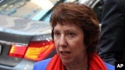 Bà Catherine Ashton, đặc trách chính sách đối ngoại của EU nói chuyện với các phóng viên báo chí về các biện pháp trừng phạt đối với Syria