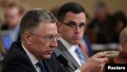 Ambasaderi Kurt Volker na Tim Morrison, bariko bishura abashingamateka kw'iperereza ririko rikorwa kuri Perezida Donald trump