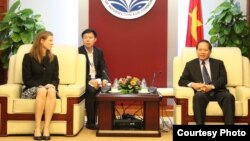 Vietnam's Minister of Information and Communications, Truong Minh Tuan, meets with Facebook's Head of Global Policy Management, in Hanoi, Vietnam on April 26, 2017. (Ministry of Information and Communications)