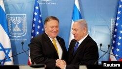 Le Premier ministre israélien Benjamin Netanyahu et le secrétaire d'État américain Mike Pompeo à Tel Aviv, Israël, le 29 avril 2018. Thomas Coex / Pool via Reuters