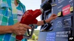 美國油價跌至2004年以來新低。
