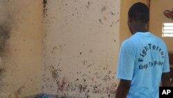 Après l'explosion à la mosquée de Maiduguri, qui a fait 28 morts vendredi 23 octobre 2015. (AP Photo/Jossy Ola)