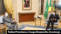 Président Denis Sassou azali kosolola na motindami ya kalaka mokonzi mpona Grands lacs, Huang Xia, na Brazzaville, Congo, 2 octobre 2020. (Twitter/Présidence Congo-Brazzaville)
